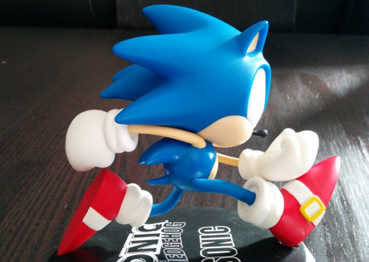 Sonic vinlyl figure side